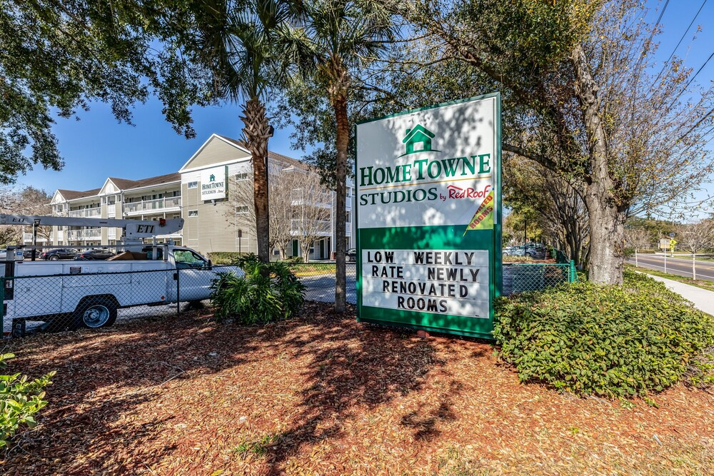 Gallery image of HomeTowne Studios by Red Roof Orlando Casselberry