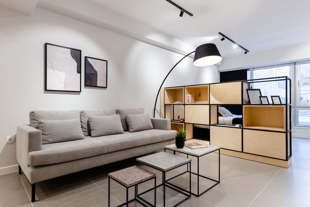 Ermou str. Elegant Apartments by UPSTREET