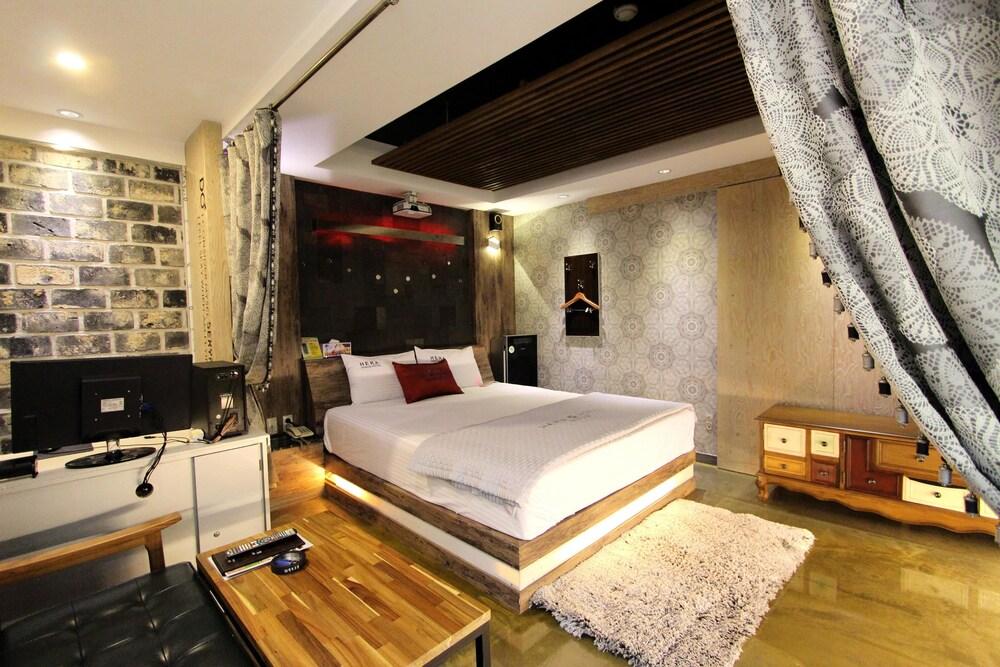 Gallery image of Hera Hotel
