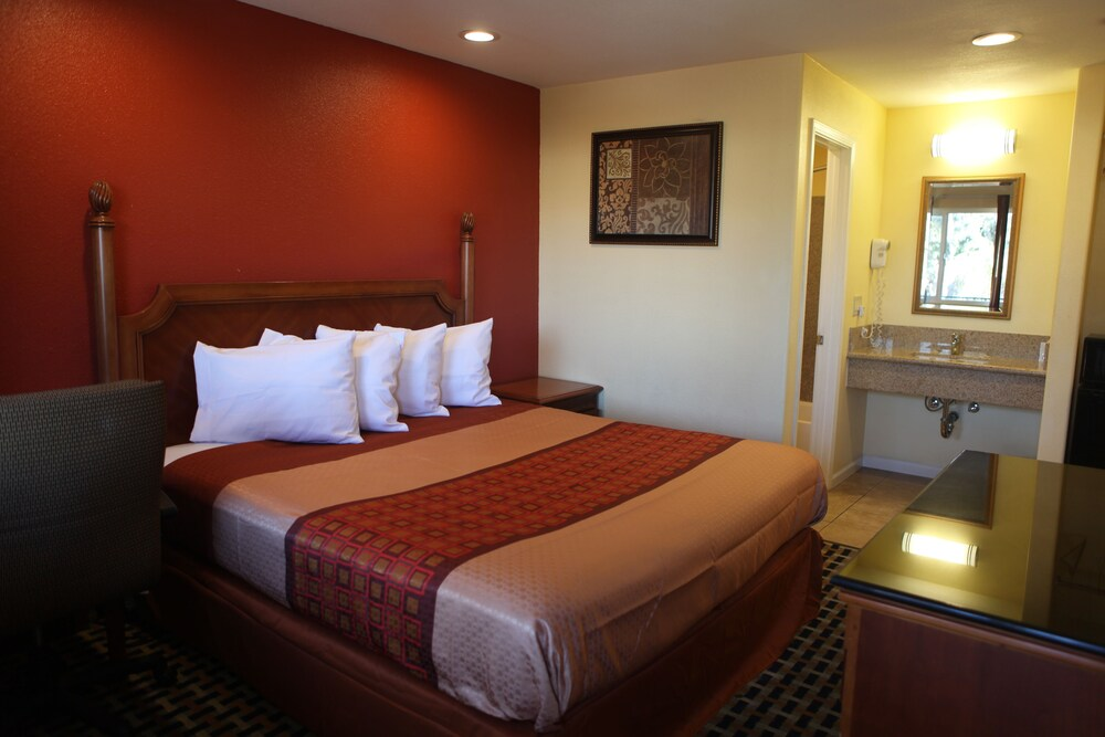 Gallery image of Bay Breeze Inn