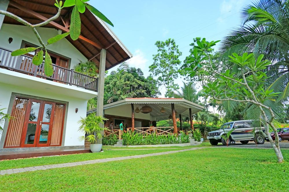 Villa Peacock Walahanduwa Galle