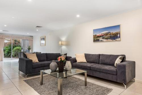 Adelaide Style Accommodation Close to City 3 Bedroom Townhouse