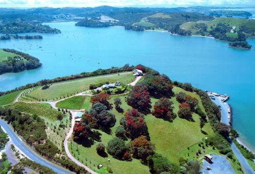 Waiheke Island Vineyard Holiday Houses