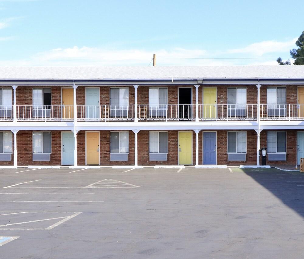 Gallery image of University Inn
