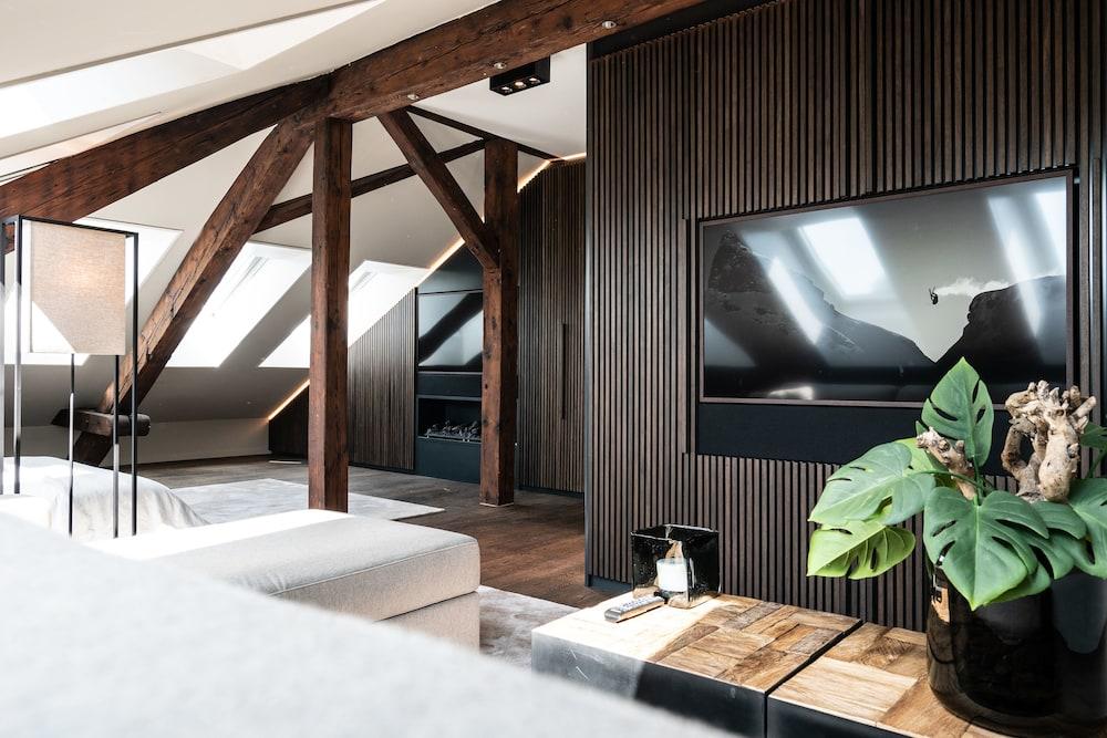 Airhome Limmatquai River View Apartment