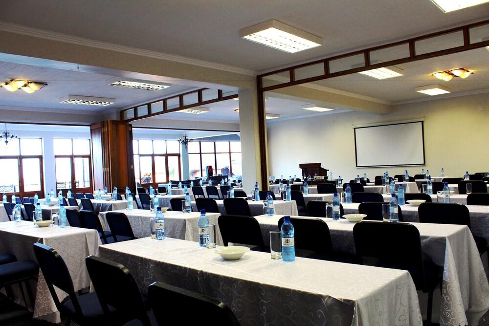 Gallery image of Jozini Tiger Lodge