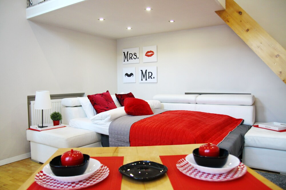 Red & White Apartment Near Wawel Castle
