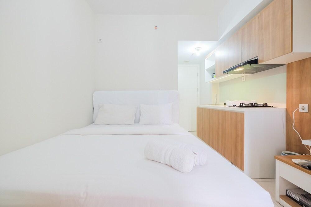 Functional Studio Apartment at The Springlake Summarecon By Travelio