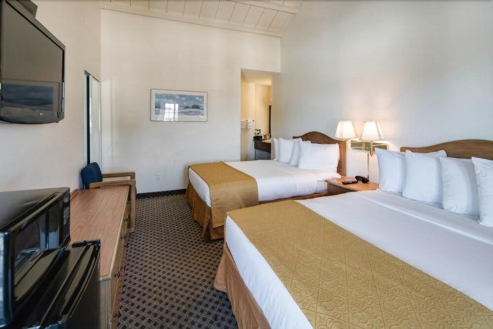 Gallery image of Arbor Inn Monterey