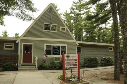 Gateway to Cape Cod Two Bedroom Park Model 5