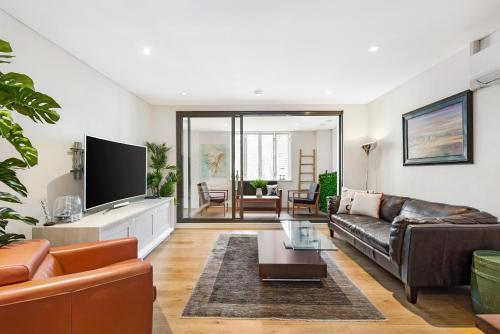 Surry Hills Modern Two Bedroom Apartment