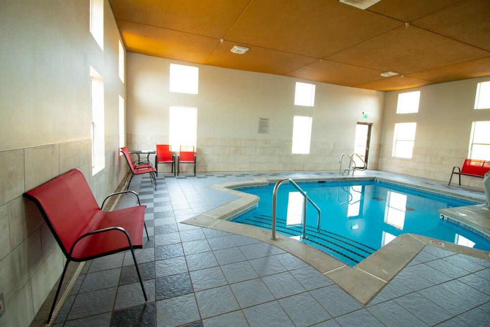 Gallery image of SureStay Plus Hotel by Best Western Tulsa East