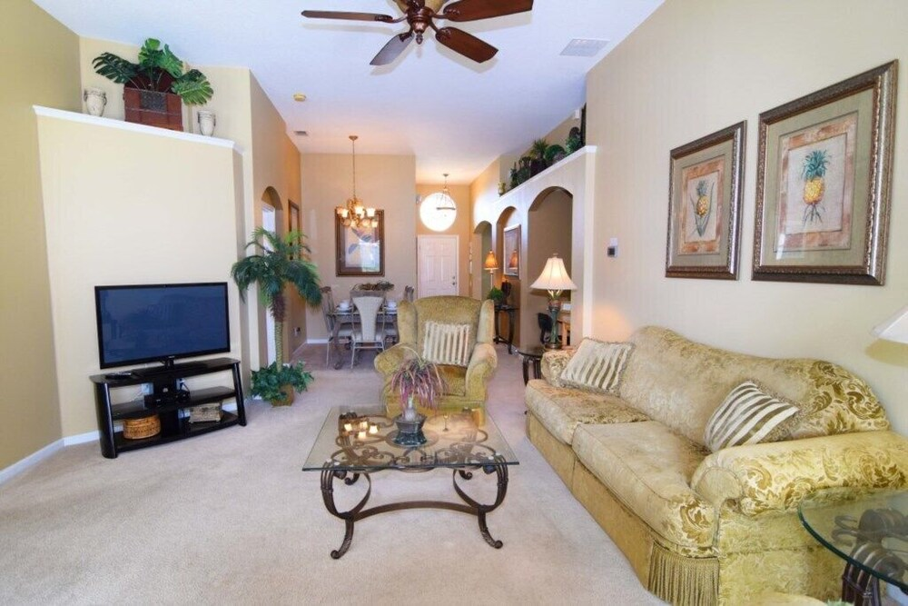 Windsor Palms Beautiful Pool Home Only 2.5 Miles f
