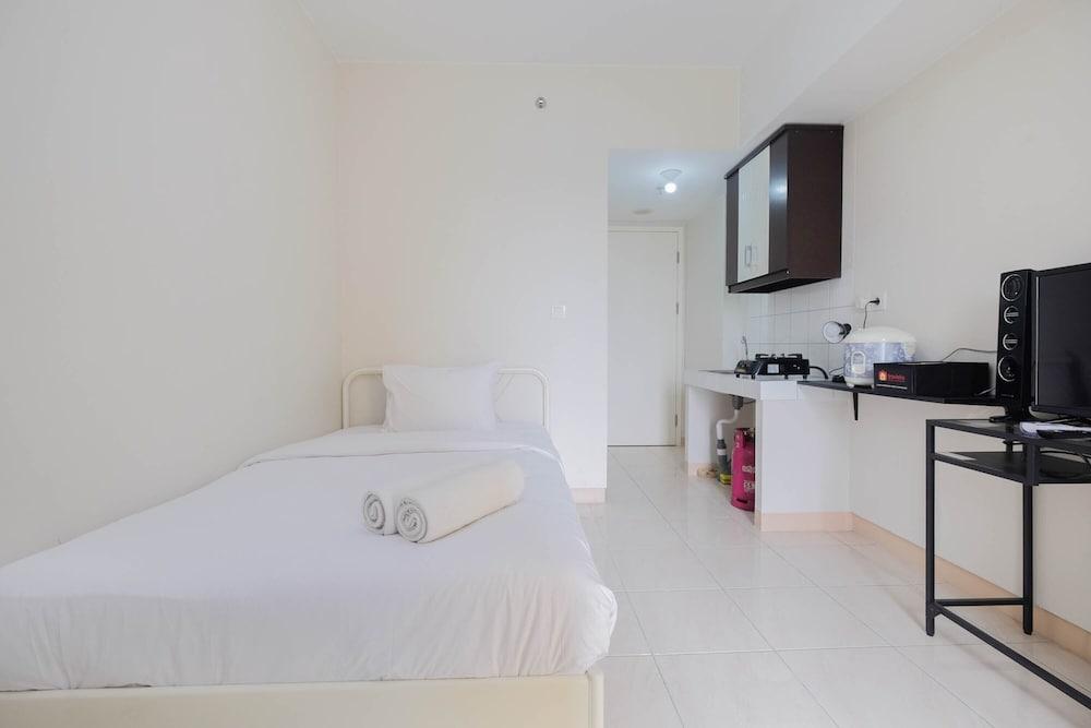 Stylish and Posh Studio Springlake Summarecon Bekasi Apartment