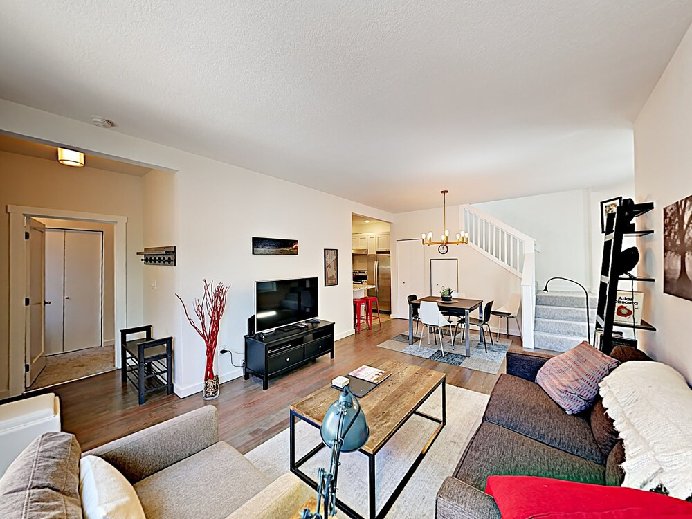 1124 14th Ave Townhome by RedAwning