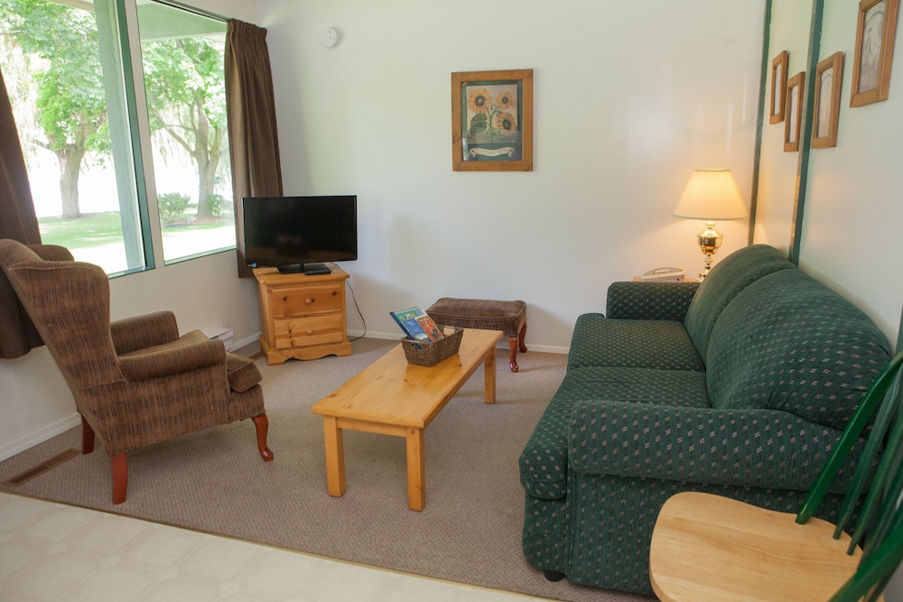 Gallery image of The Lakeside Resort