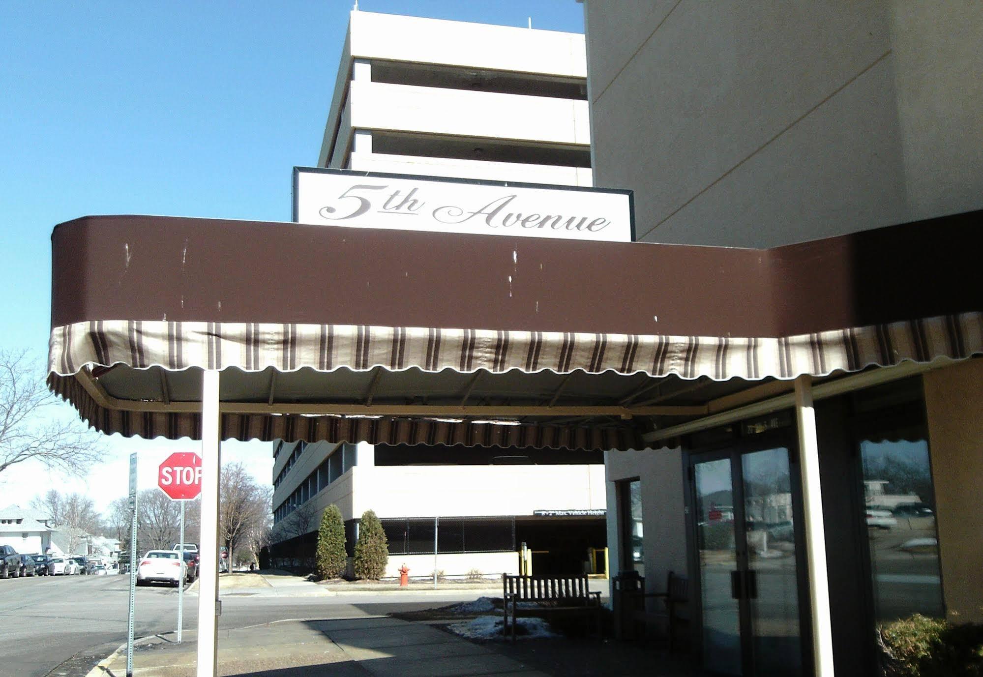 5th Avenue Inn & Suites