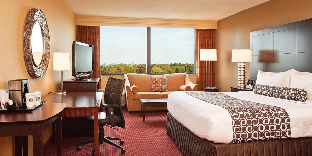 Gallery image of Newton Plaza Hotel Boston