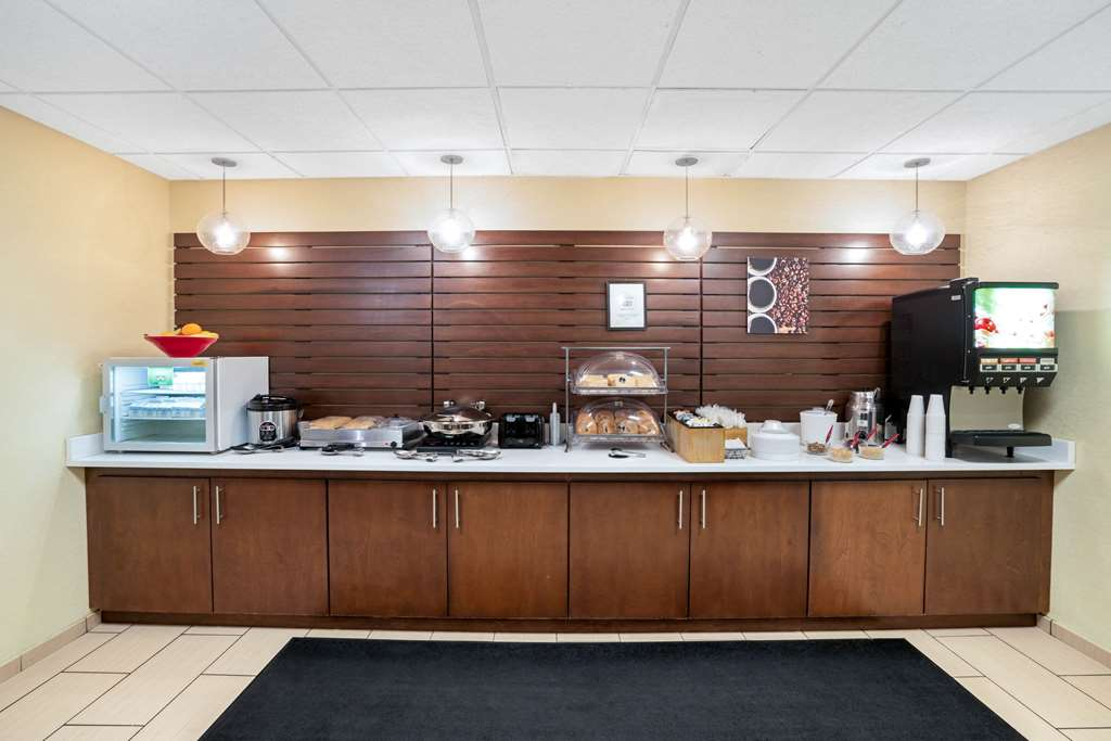 Gallery image of La Quinta Inn & Suites by Wyndham Knoxville Airport