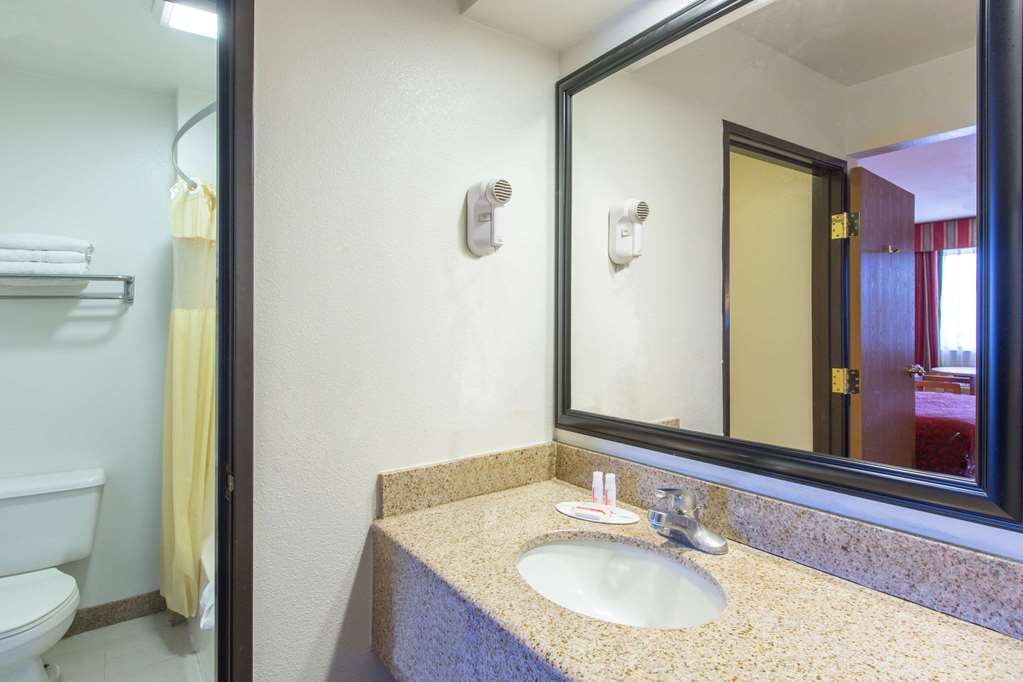 Gallery image of Days Inn by Wyndham Tucson Airport