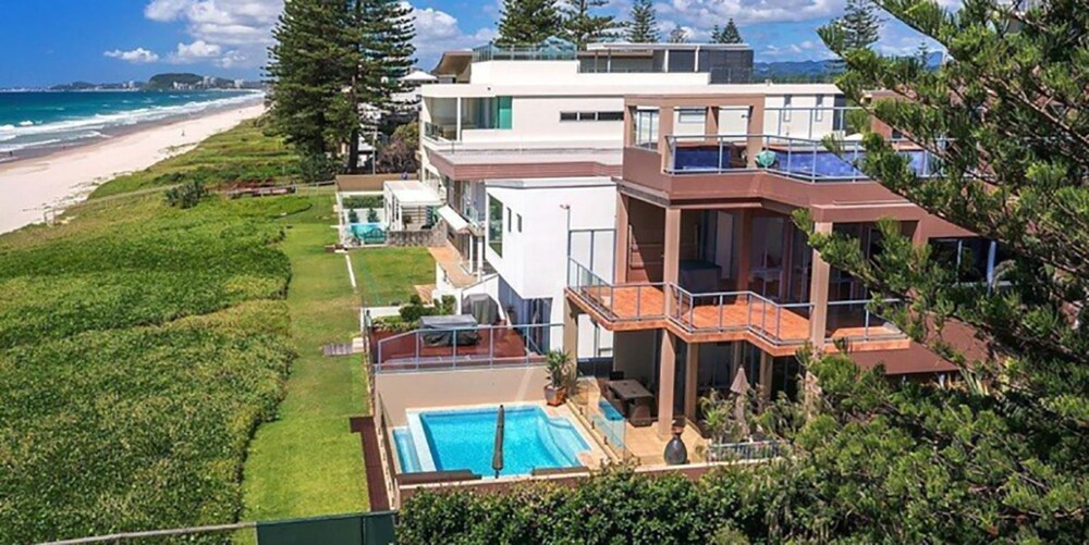 Absolute Beachfront Holiday House