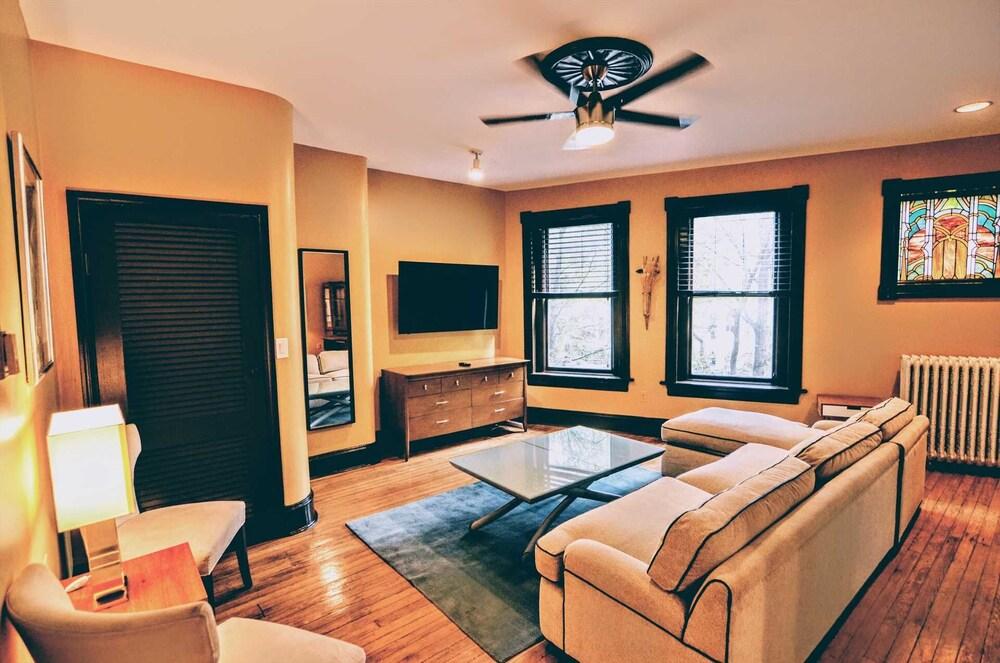 1305 Northwest Rhode Island Apartment #1071 2 Br Apts