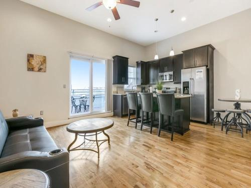 Beautiful Condos Steps from French Quarter & Bourbon St.