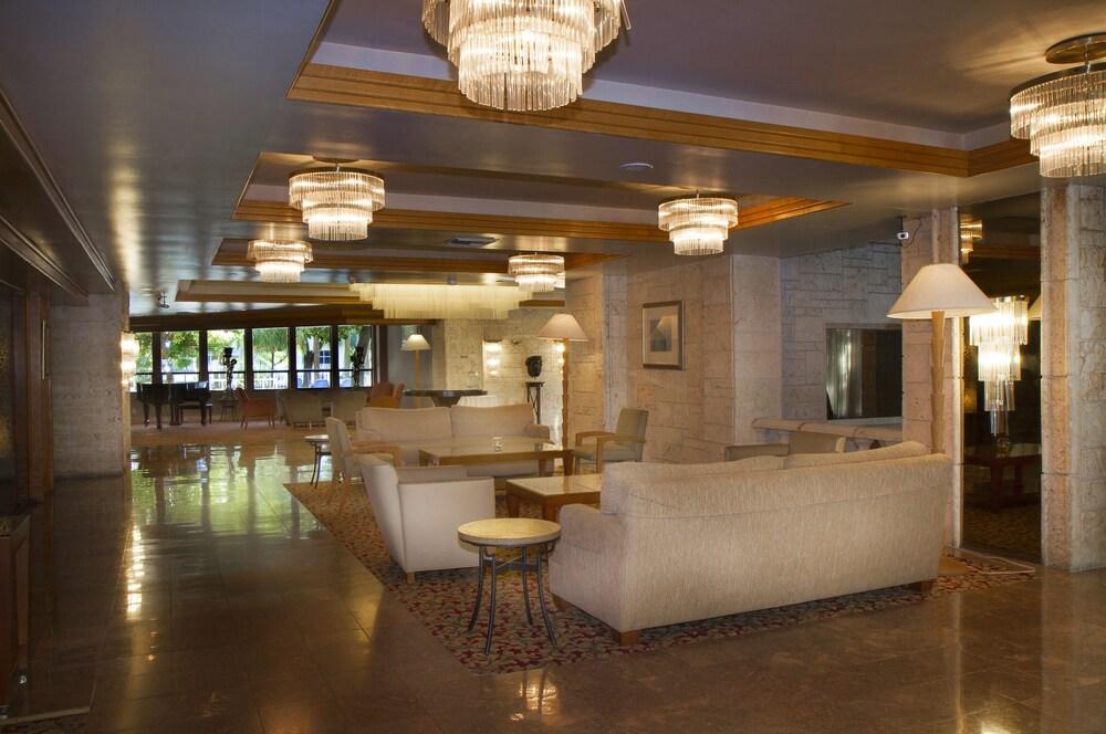 Gallery image of Rodeway Inn & Suites