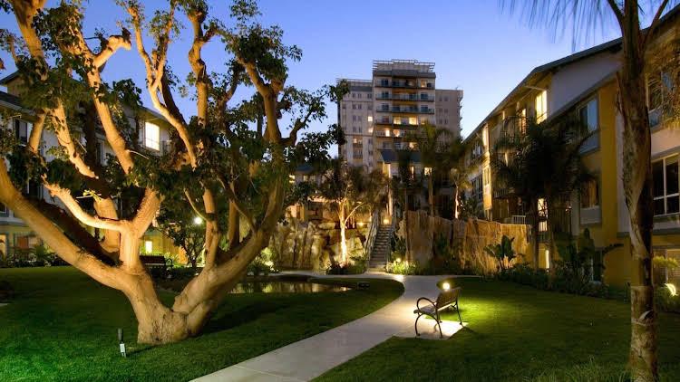 Global Luxury Suites At Via Marina
