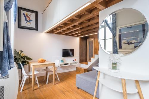 Alfama Blue Studio Loft Apartment by LU Holidays