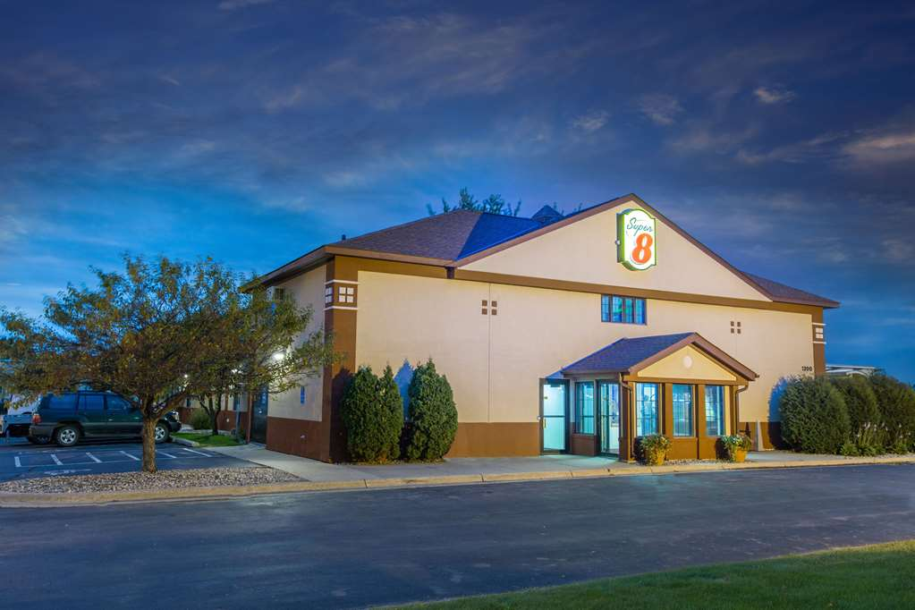 Gallery image of Super 8 by Wyndham Fairmont