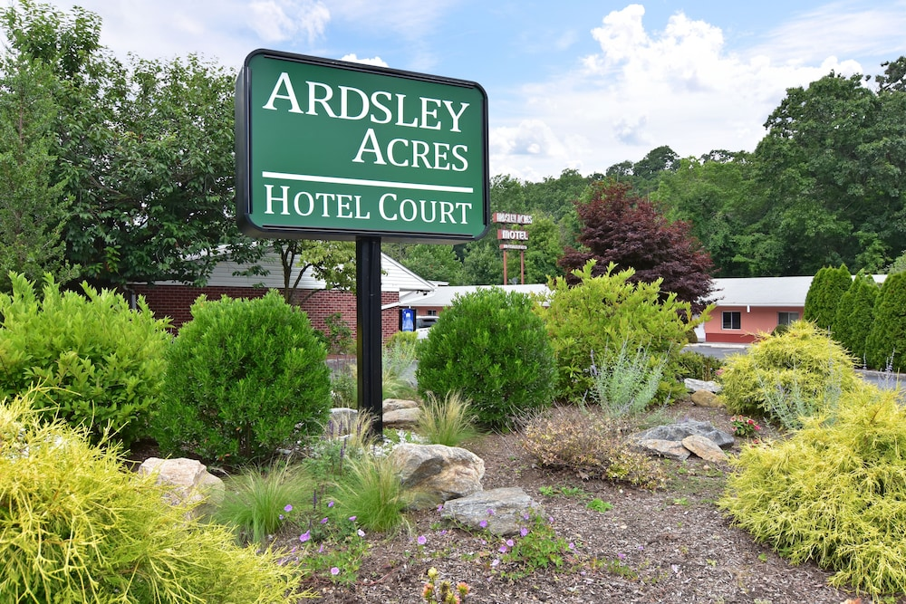 Gallery image of Ardsley Acres Hotel Court