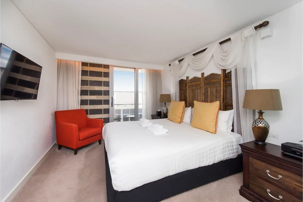 The Nest Boho Bedroom Near the City with Roof Terrace