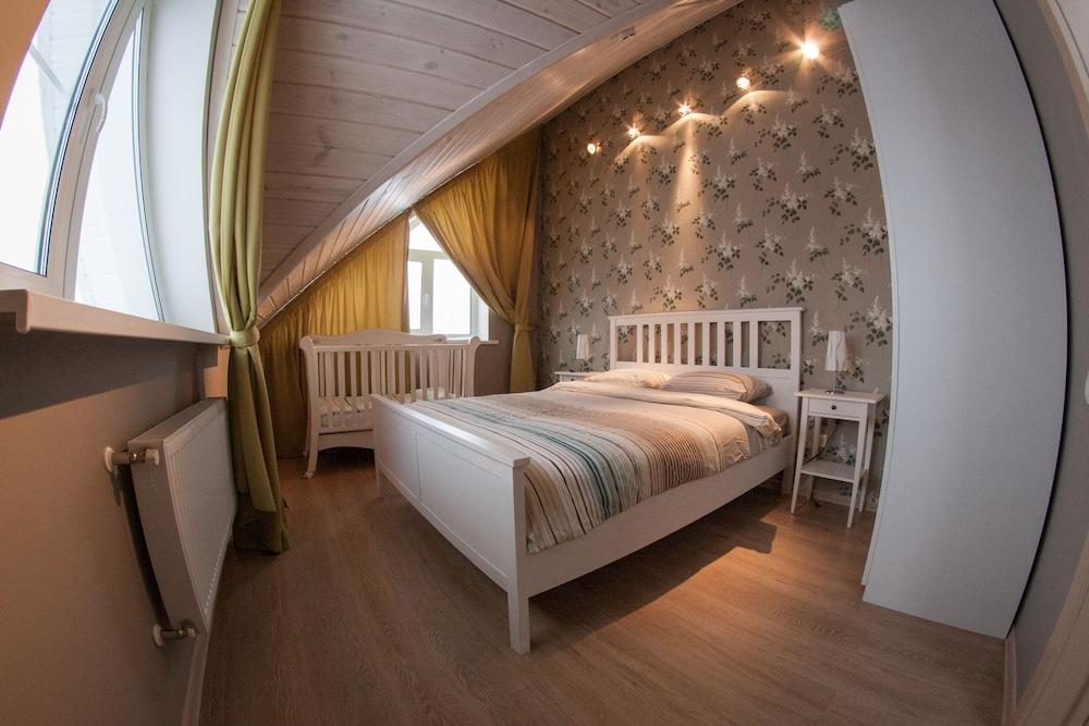 Cottage In Poroshkino