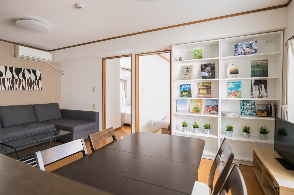 Hakata Apartment 8B