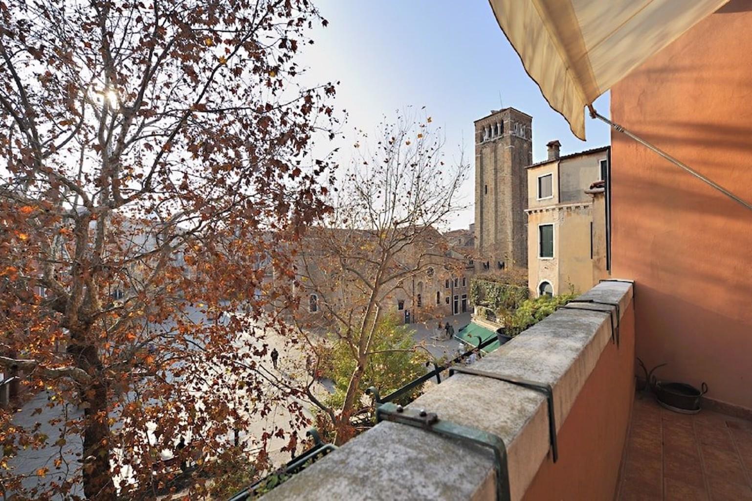 Venice Rialto Apartment With Balcony