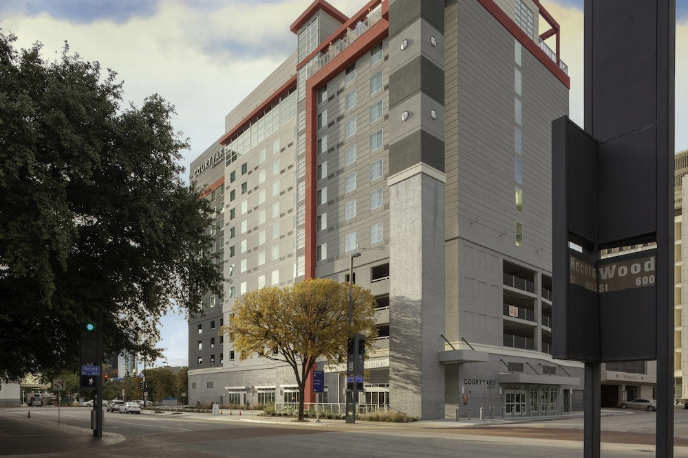 Courtyard By Marriott Dallas Downtown Reunion District