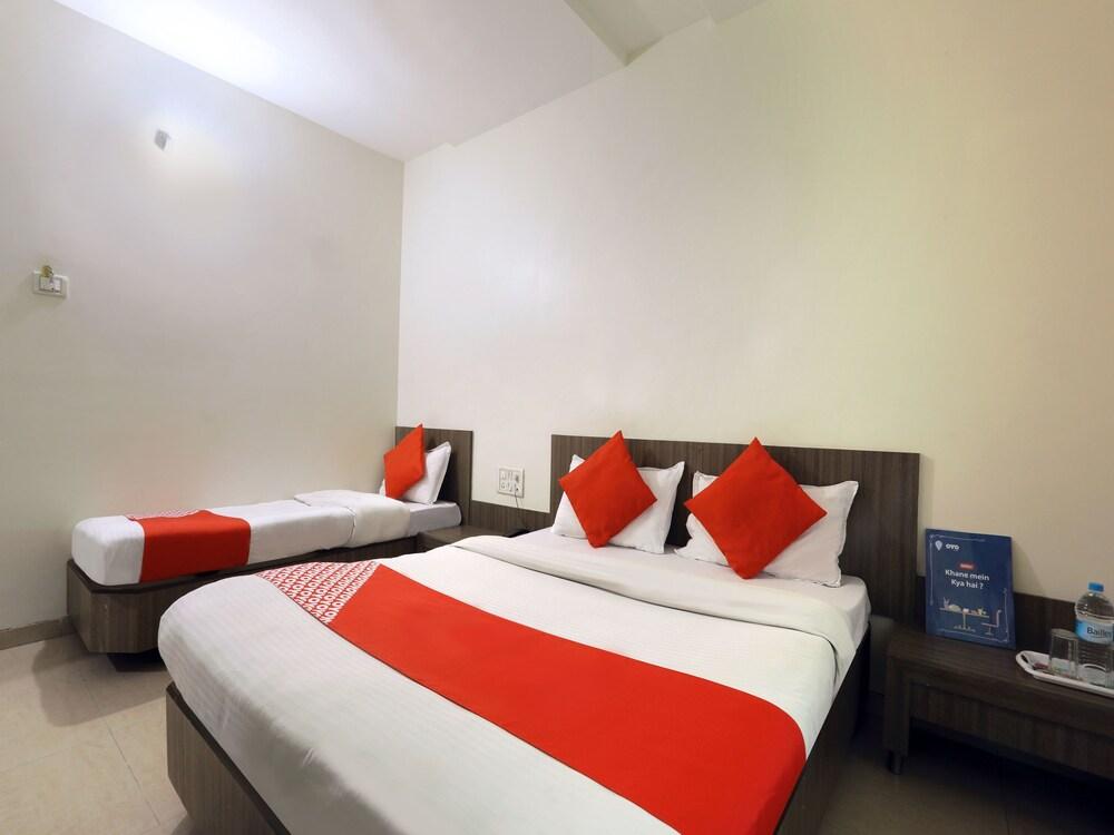 Gallery image of OYO 4198 Hotel Shri Sai Murli