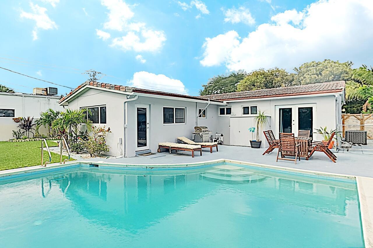 New Listing Modern Art Haven W Pool Near Beach 3 Bedroom Home