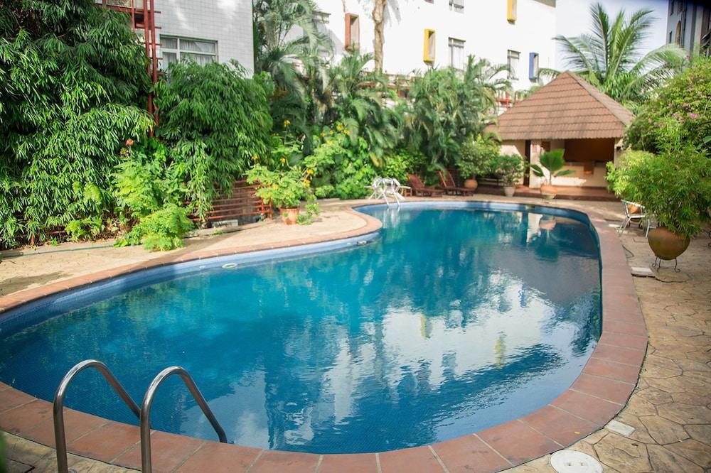 La Cour Hotel Apartments