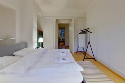 Wonderful Furnished Apartment For 30Days Stays Quite Prestigious And Central Neighborhood