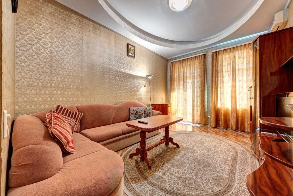 Apartment Velyka Vasylkivska St 84