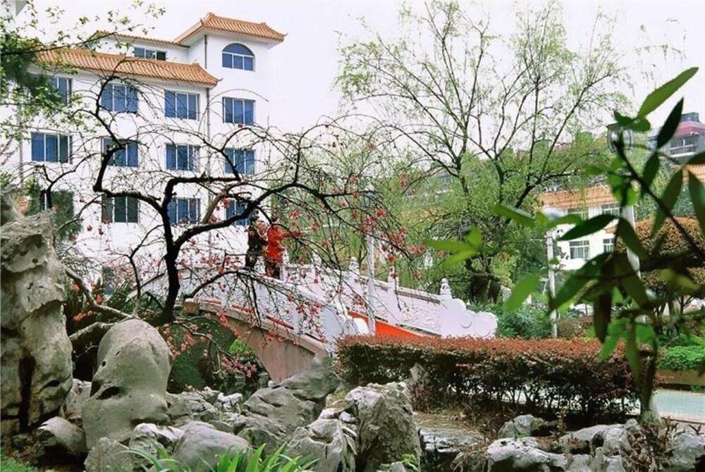 Wuhan Guangzhou Military Region South Garden Nanyuan Building
