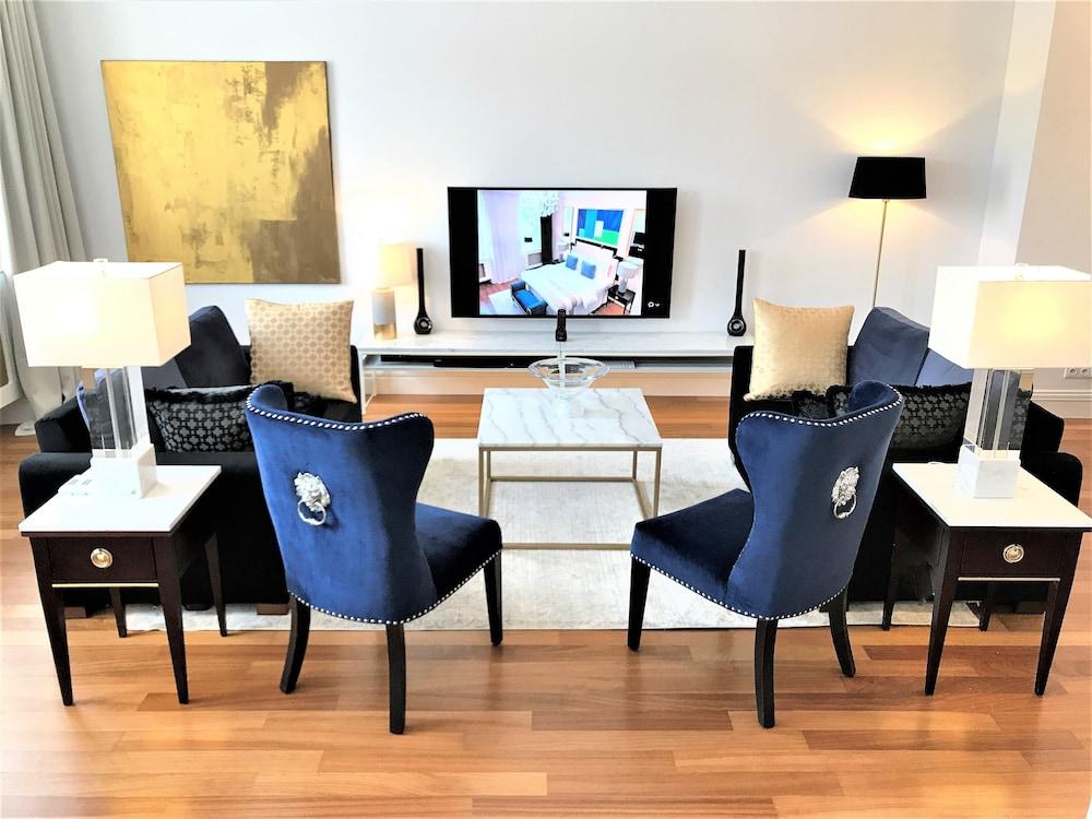 MONDRIAN Luxury Suites & Apartments Warsaw Market Square