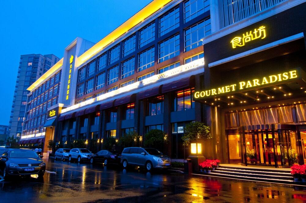 Royal Grace Hotel