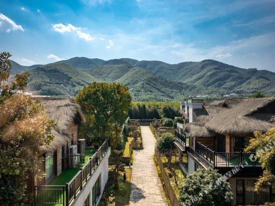 Henon Bamboo Retreats