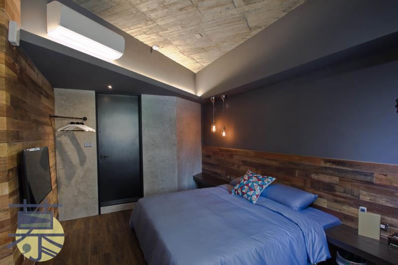 mu hostel B Industrial elements double room
