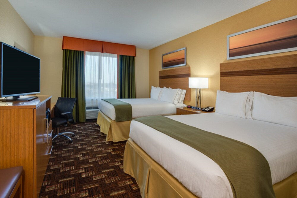Gallery image of Holiday Inn Express & Suites Fort Lauderdale Airport South