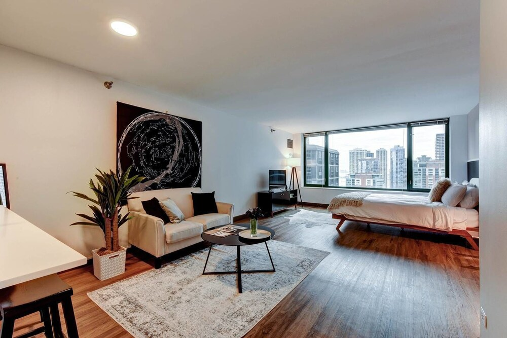 The Stratus Vibrant Studio in Heart of Downtown