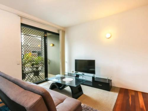 Contemporary 1 Bedroom Teneriffe Apartment with Pool and Gym